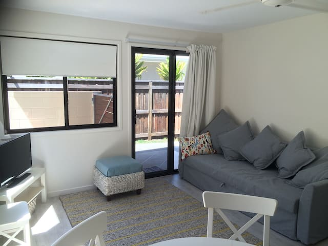 Prime Location!! Beach Cubby - Maroochydore - Apartment