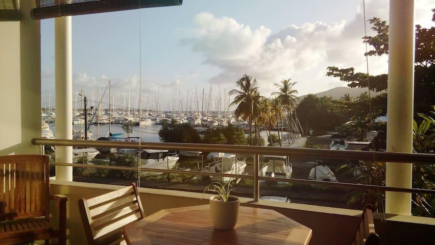 Très agréable appartement face à Marina du Marin