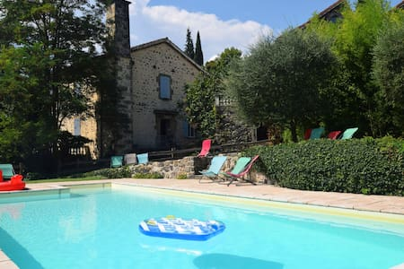 Pretty Holiday Home in Ardèche with Swimming Pool