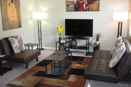 Stylish Condo 3 Bed/2 Bath Sleeps 7 - Ogden