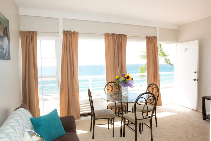Enjoy dinner and a view! Take advantage of the unobstructed ocean views during your stay