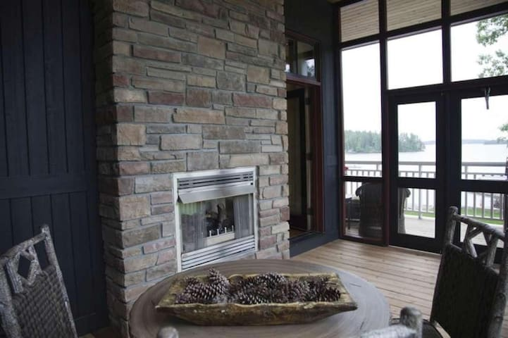 Fall & Winter - Lake Rosseau, 3 Fireplaces