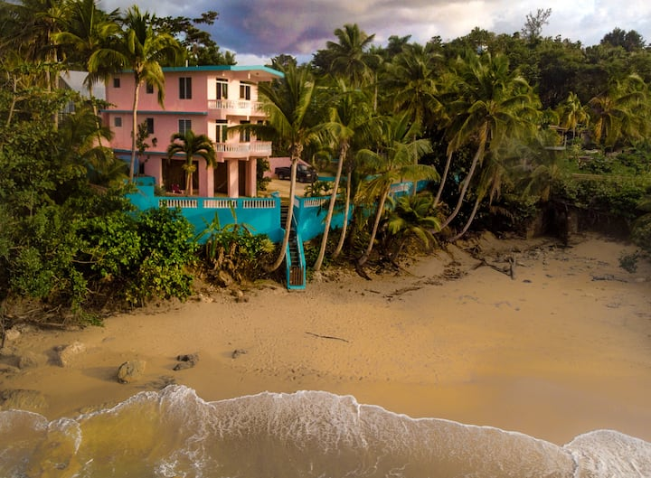 "Beachfront Apartment at Pools Beach Rincon ""Whale"""