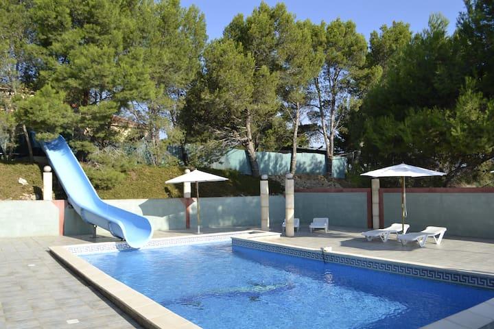 villa avec piscine,tobaggan,ping pong,badminton - Moussan - Villa