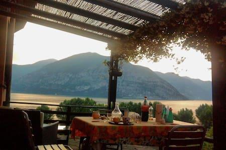 Casa al mulino, terrazza vista Lago d'Iseo-Christo - Iseo - アパート