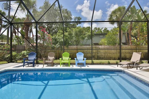 Fido Friendly, Saltwater Pool, Only 1 mile to SK Beach, Close to the Village, Shops and Restaurants