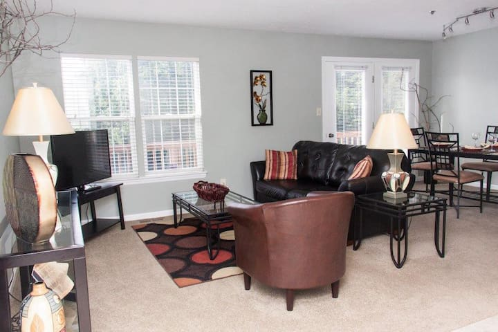 Furnished fully equipped townhouse close to I-79