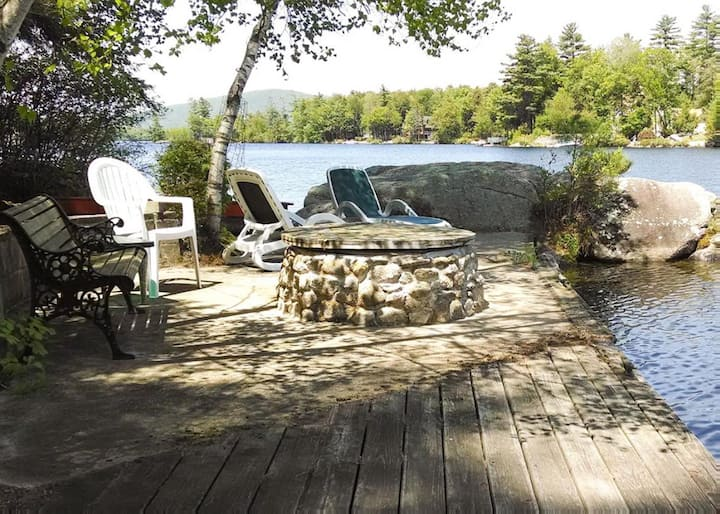 Tranquil Waterfront Cottage on Lake Winnipesaukee with dock and screened-in porch