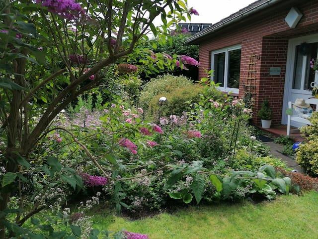 Bungalow mit romantischen Garten und Strandkorb