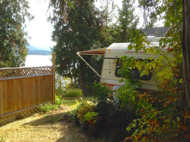Lakefront RV Vacation Rental - Christina Lake - Camper/RV