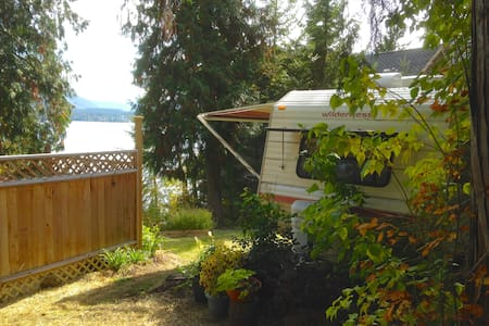 Lakefront RV Vacation Rental - Christina Lake - Karavan
