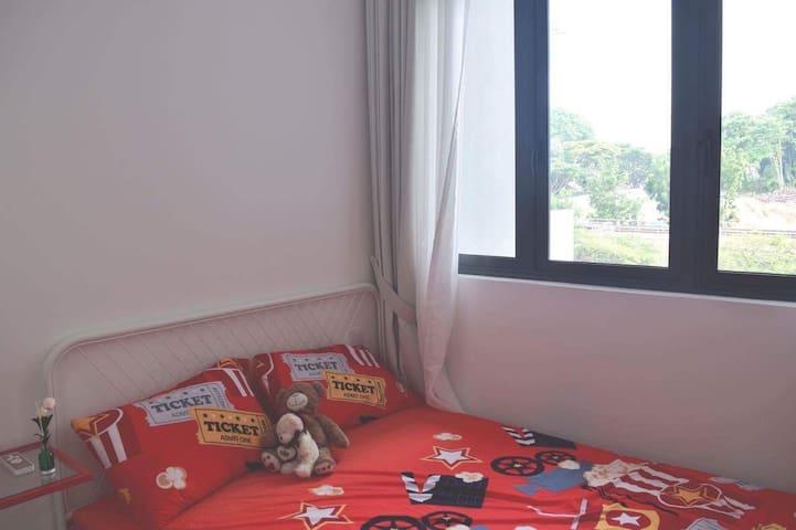 Cosy 2 bedrooms apt beside MRT station
