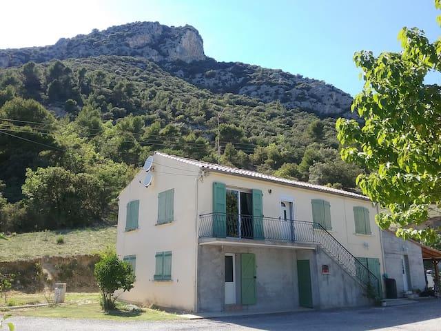 Bas de villa indépendant T2 (60m2) - Volx