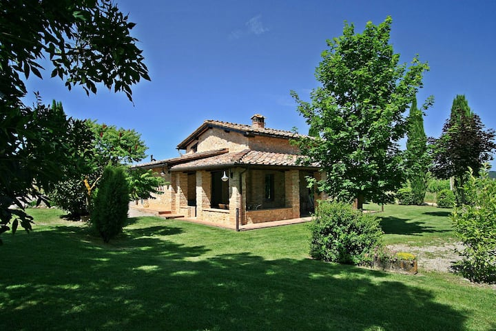 Lovely Monteriggioni cottage with private pool