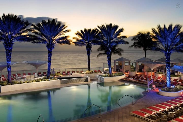 Hilton Beach Resort Doble Cama Queen Vista al Mar - Fort Lauderdale - Apto. en complejo residencial