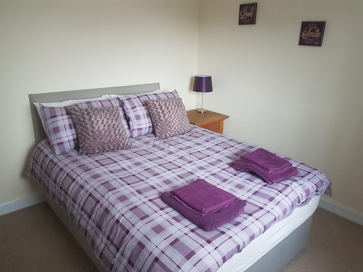 Great location for airport, paisley is 10 min walk