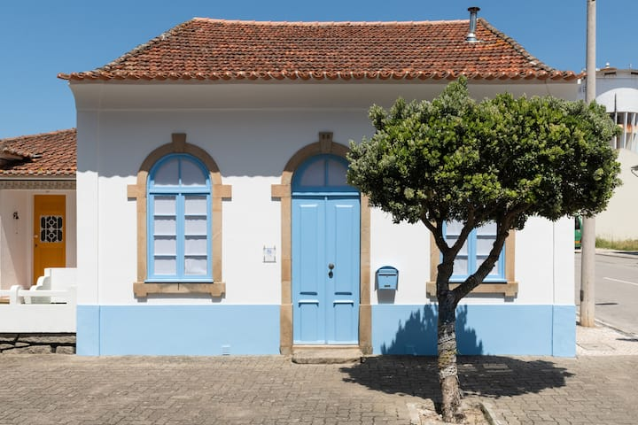 Beach House with Patio (35 km from Porto / Aveiro)
