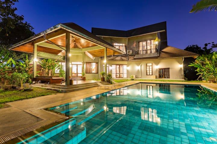 泰国独栋私人泳池可住12人