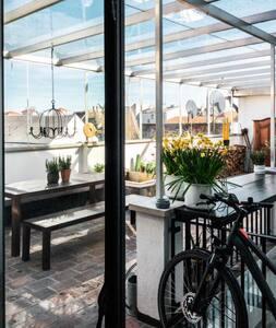 Stilvolle 200 m2 Wohnung + Terrasse in Stadtvilla