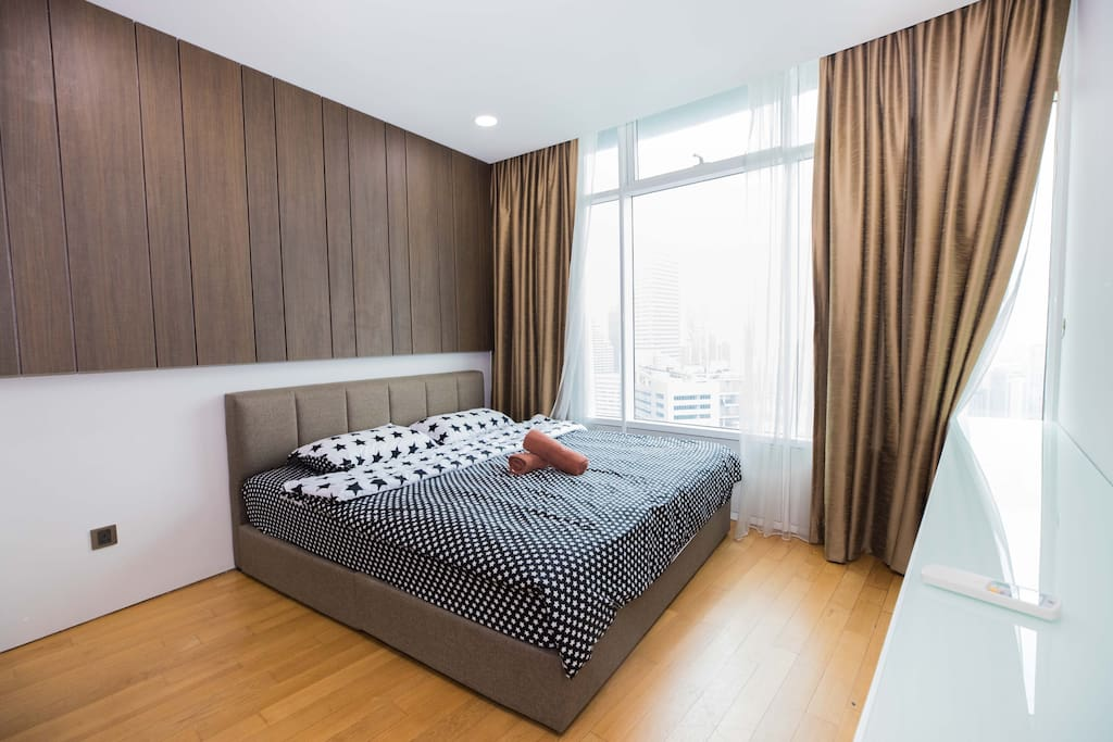 This BedRoom comes with a Queen Bed