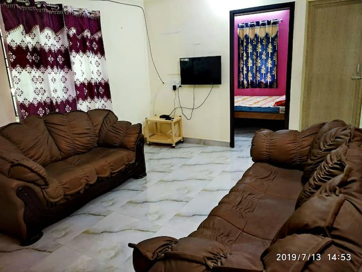 Pleasant 2BHK.20mins Airport. AC/TV/WiFi/Kitchen.