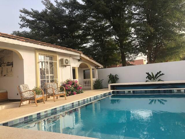 Villa avec piscine au pied de la plage de Saly
