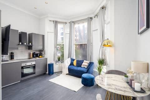 Stunning Apartment, Close to Kensington Olympia