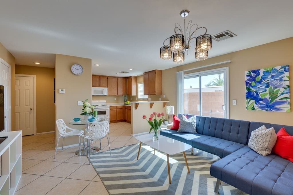 Living room/dining table/kitchen