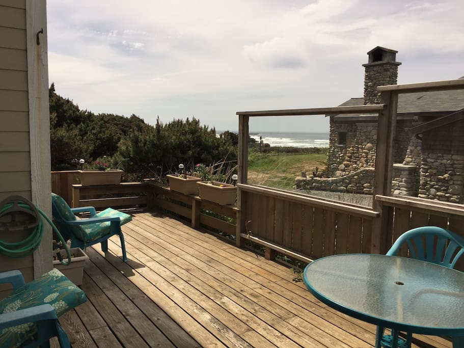Your own private deck with a BBQ and herb garden. Protected to enjoy the sun and sunsets!