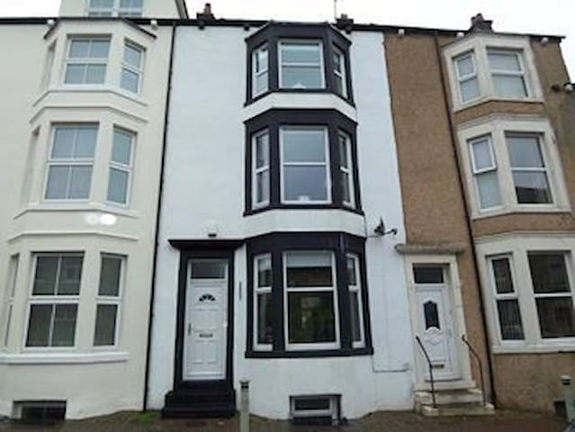 Large private ensuite double bedroom. - Morecambe
