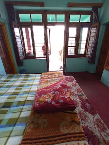 2 Woodcrest - Rustic House Old Manali hilltop view