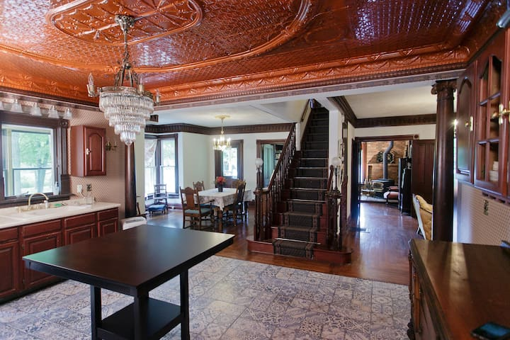 An elegant historic country estate. - Benton Harbor - House