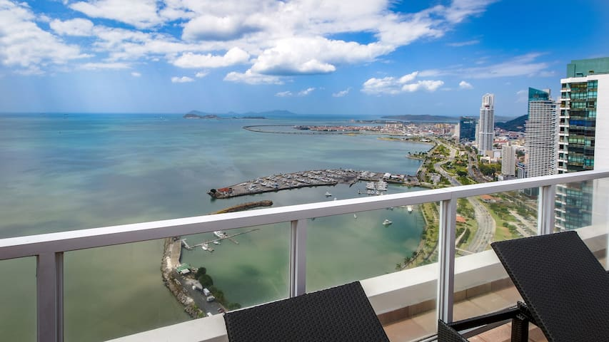 Sophisticated 1bdr with view