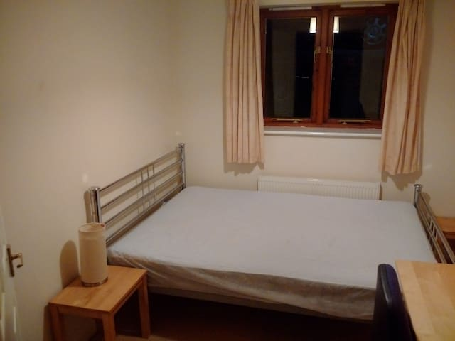 Comfy double room in a nice & modern appartment - Oxford