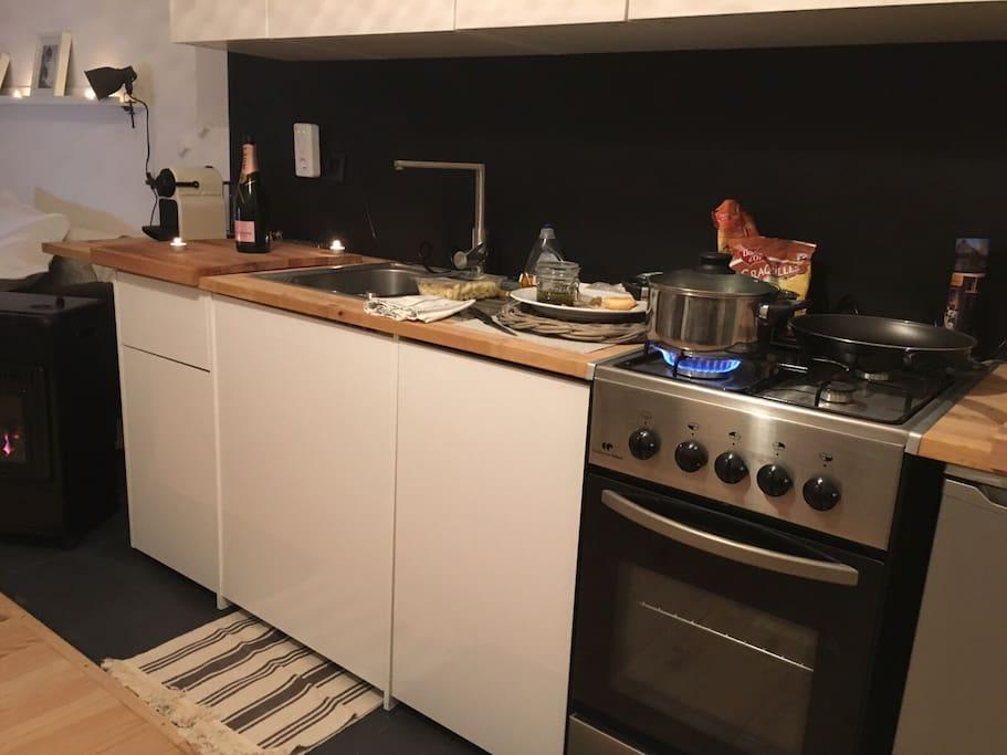 petite cuisine mais toute équipée avec lave vaisselle pour vacances plus confortables!!!