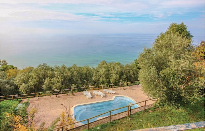 Beautiful home in S. Maria di C.Te Sa with WiFi and 6 Bedrooms