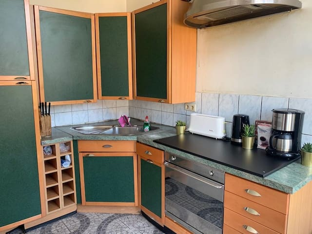 Nice spacious room near midi train station. Ch 3