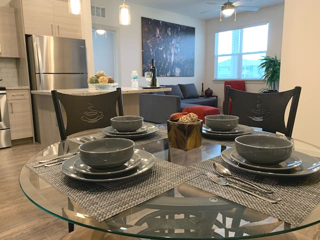 Your Home Away From Home-2bd Apt 10min from Disney