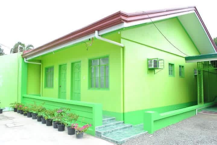 Cozy Green house in Baler (price is per room rate)