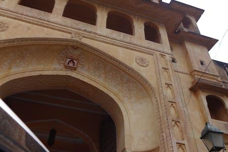 Royal stay in 450 year old Heritage Samode Castle - Samod - Kastély