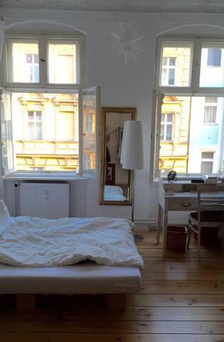 Bright, comfy appartment in Neukölln - Berlijn - Appartement