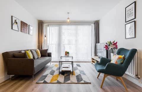 Chic & stylish 2BR 2bath flat,  central Greenwich
