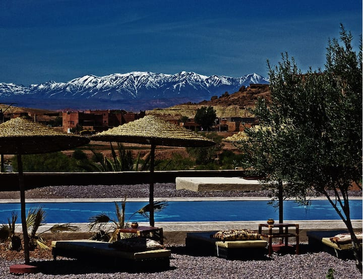4 bedrooms: max 12 people Escale Ouarzazate
