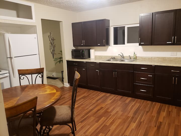 Cozy Home in the center of Price right by College