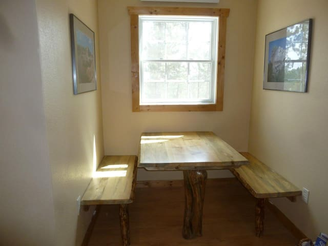 Eating nook with seating for 4-6.