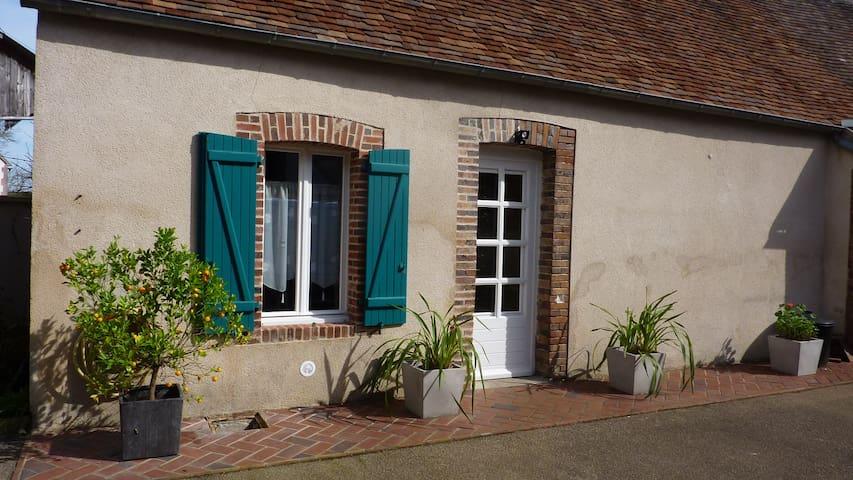 Chez Laurette - La Celle-Saint-Cyr - Dům