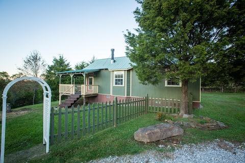 Red Cedar Cabin - Conveniently Located and Cozy