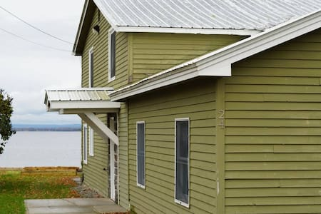 Newly Renovated House on Lake Champlain - 4 BR!