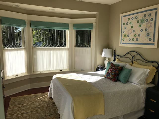 Hideout & Relax! (South Bedroom)