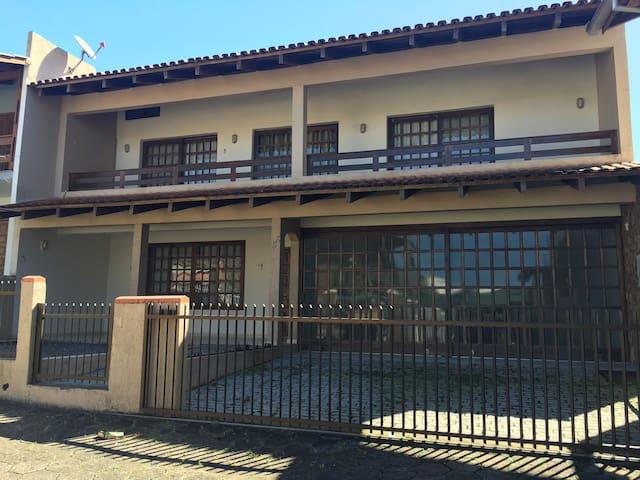 Casa confortável e perto da praia - Barra Velha SC - Barra Velha - Haus